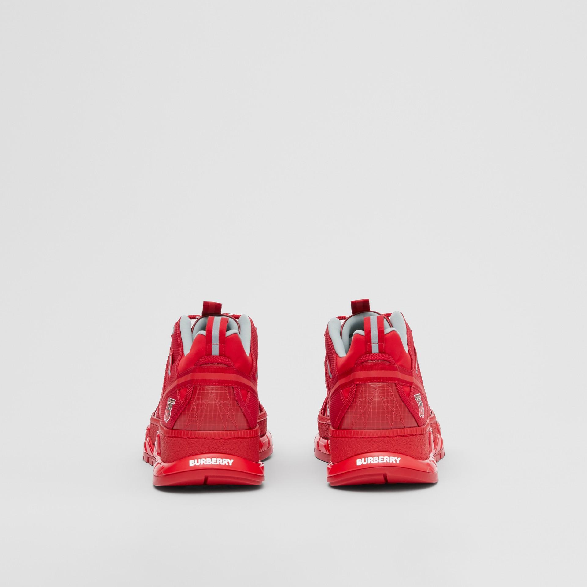 尼龍和皮革 Union 運動鞋 (亮紅色) - 女款   Burberry - 圖庫照片 4