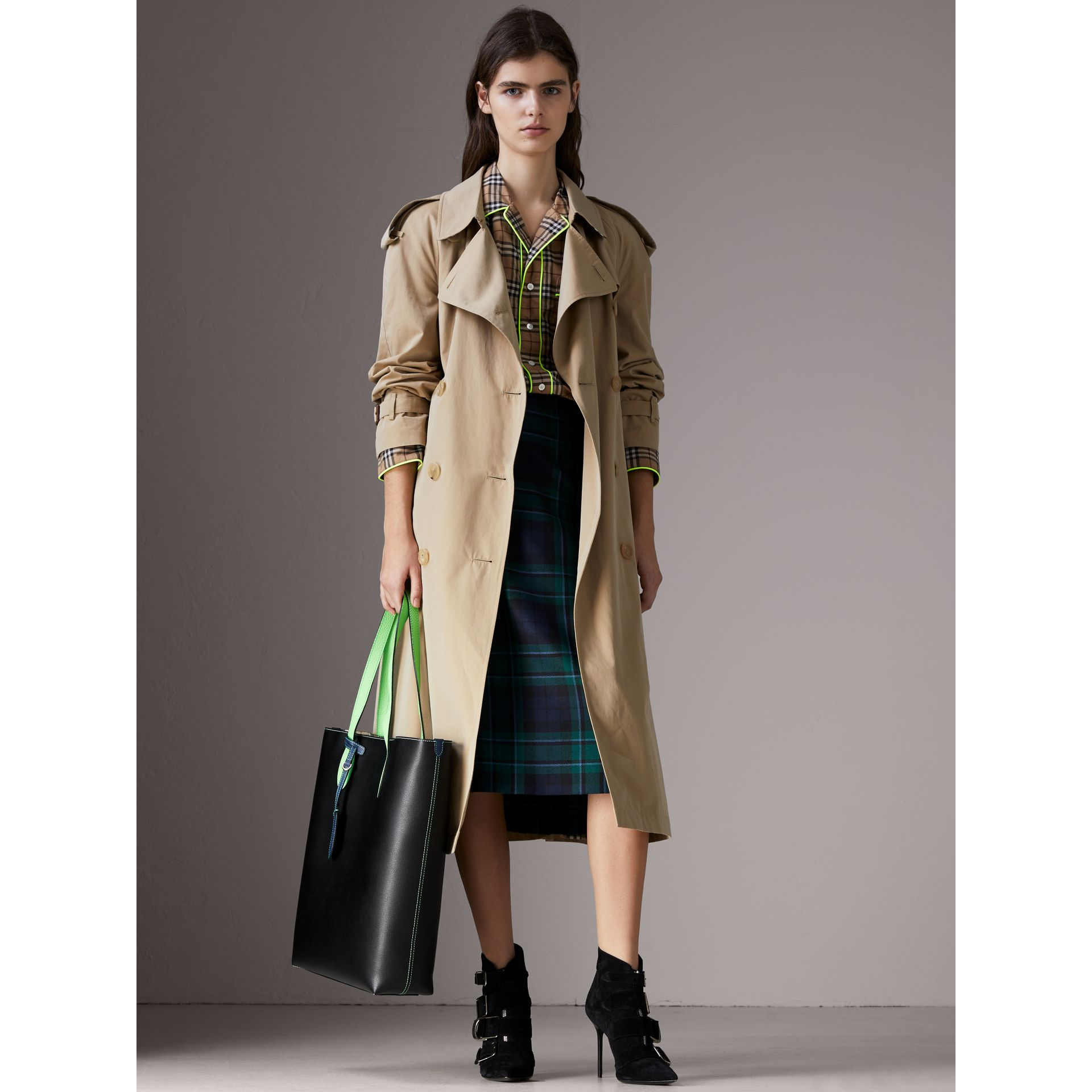 Medium Two-tone Coated Leather Tote in Black | Burberry - gallery image 2