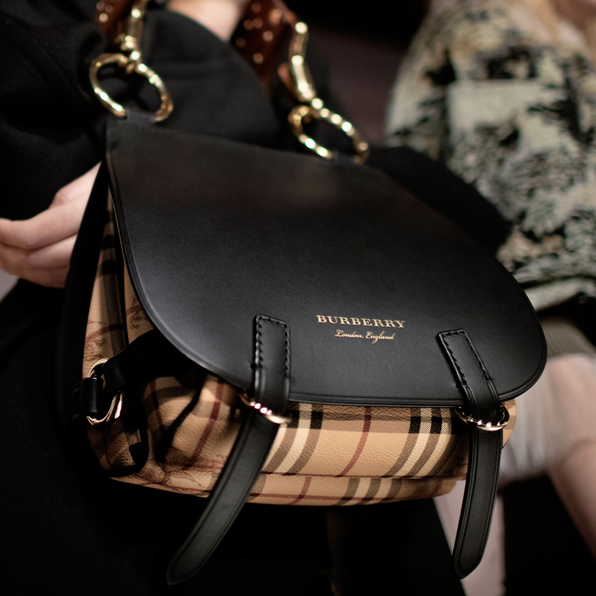 Borsa The Bridle in pelle, motivo Haymarket check e alligatore (Nero) - Donna | Burberry - immagine della galleria 9