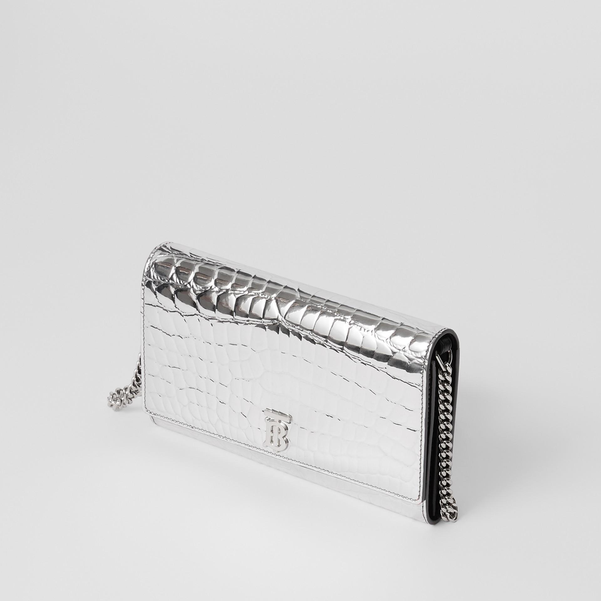 Portefeuille embossé métallisé avec sangle amovible (Argent) - Femme | Burberry - photo de la galerie 3