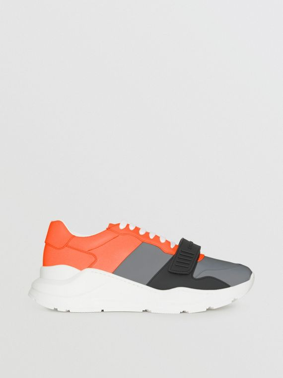 Sportschuhe im Colour-Blocking-Design (Silbergrau/orange)