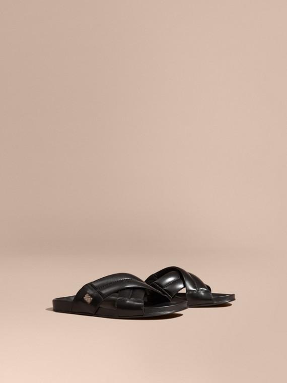 Sandálias de couro com detalhe xadrez