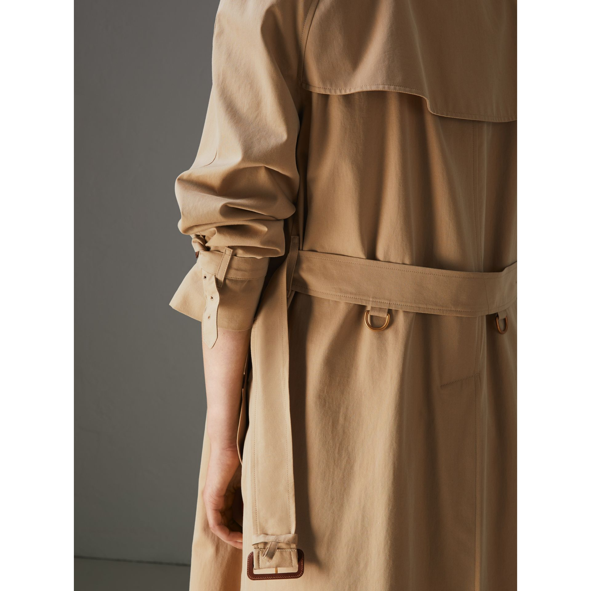 The Long Westminster Heritage Trench Coat in Honey - Women | Burberry Canada - gallery image 6