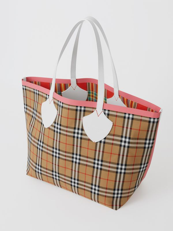 Borsa tote The Giant reversibile con motivo Vintage check (Bianco Gesso/rosa Corallo Brillante) - Donna | Burberry - cell image 2