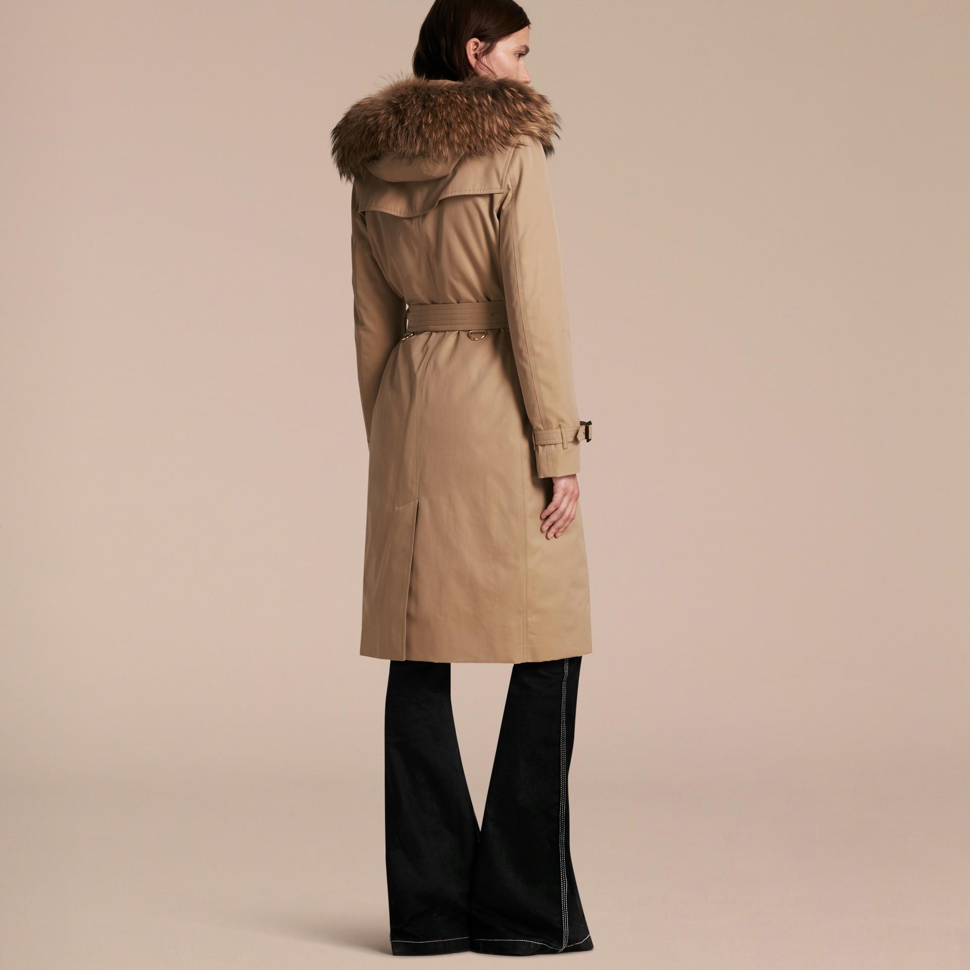 Miele Trench coat con cappuccio rifinito in pelliccia e imbottitura amovibile Miele - immagine della galleria 3