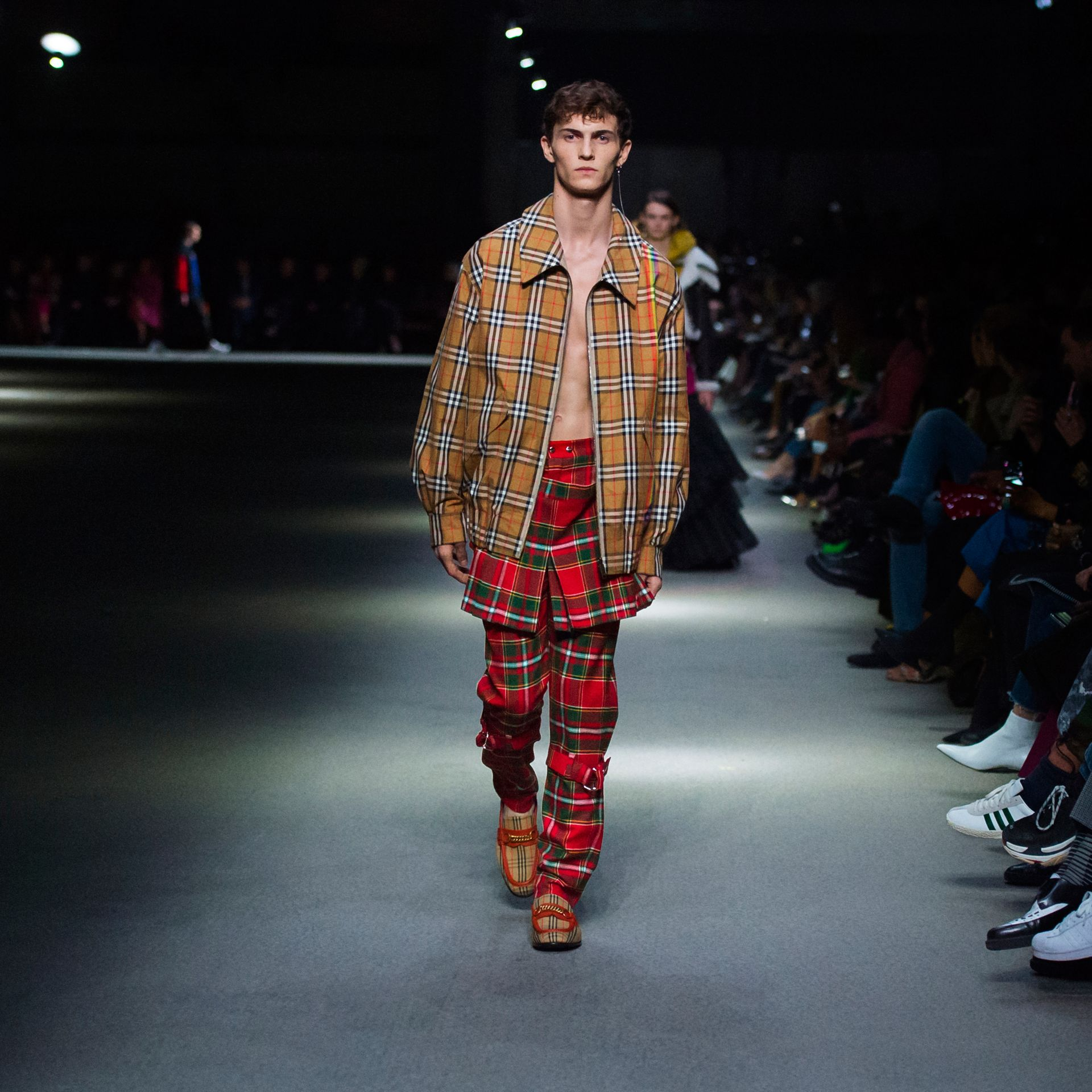Pantalon punk en tartan Modern Stewart Royal (Rouge Vif) | Burberry Canada - photo de la galerie 5