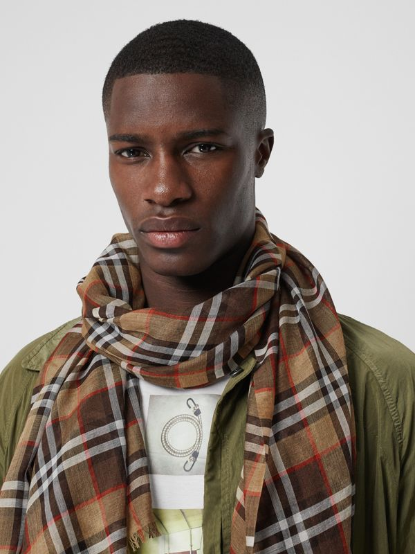 Vintage Check Lightweight Wool Silk Scarf in Mahogany | Burberry - cell image 3