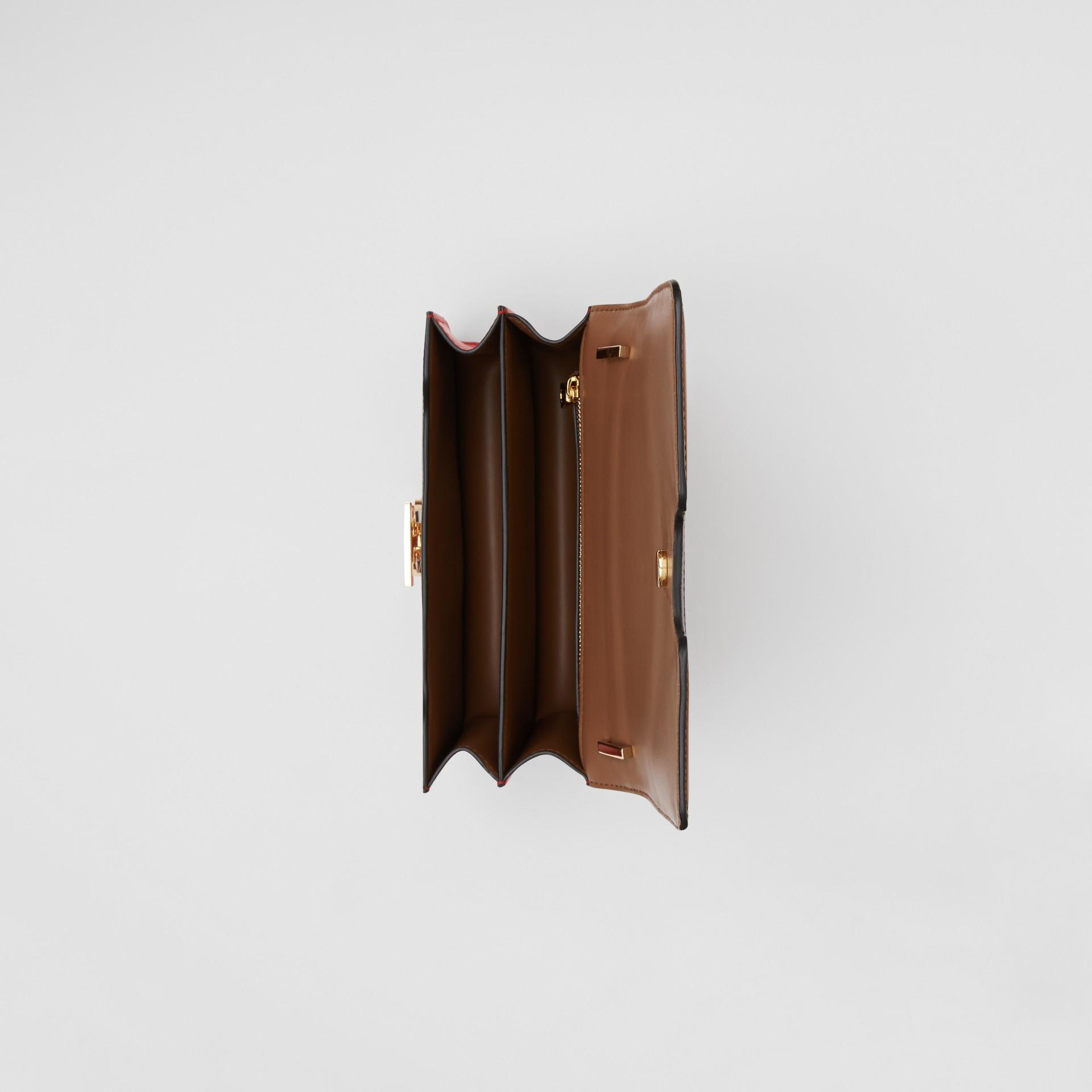 Petit sacTB en cuir avec appliqué (Rouge Vif) - Femme | Burberry - photo de la galerie 4
