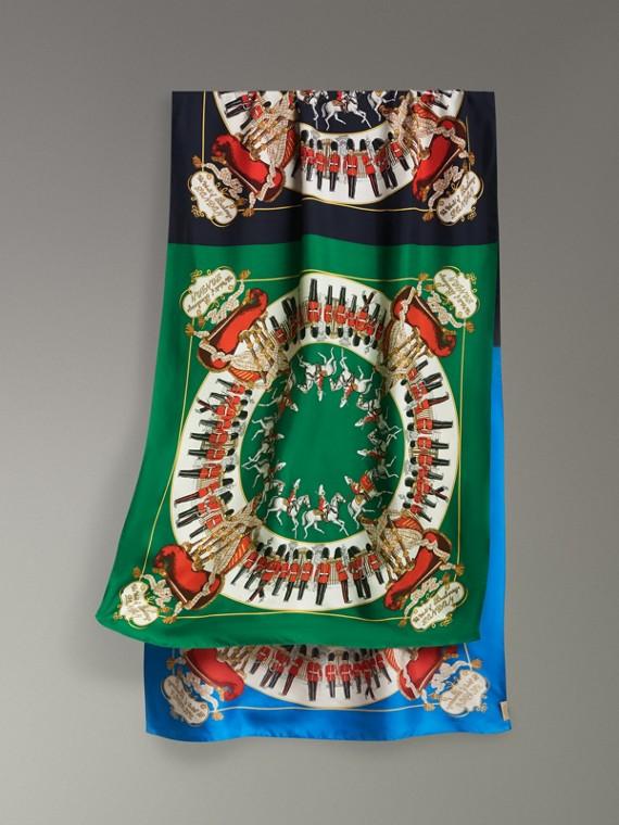 Echarpe oversize de seda com estampa de lenços do acervo (Azul Marinho)