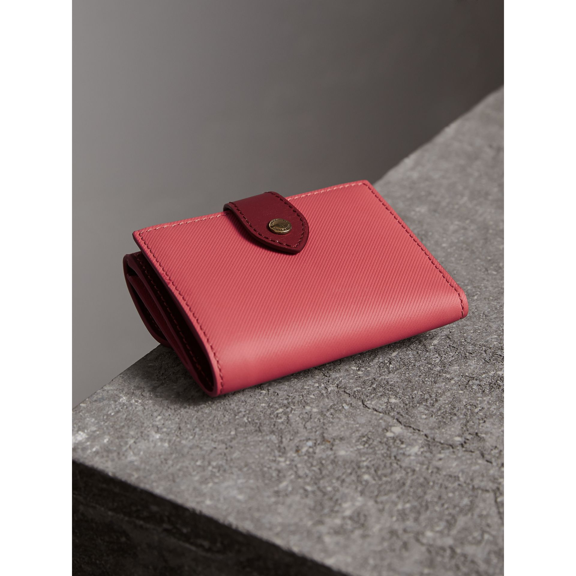 Two-tone Trench Leather Wallet in Blossom Pink/ Antique Red - Women | Burberry Canada - gallery image 3