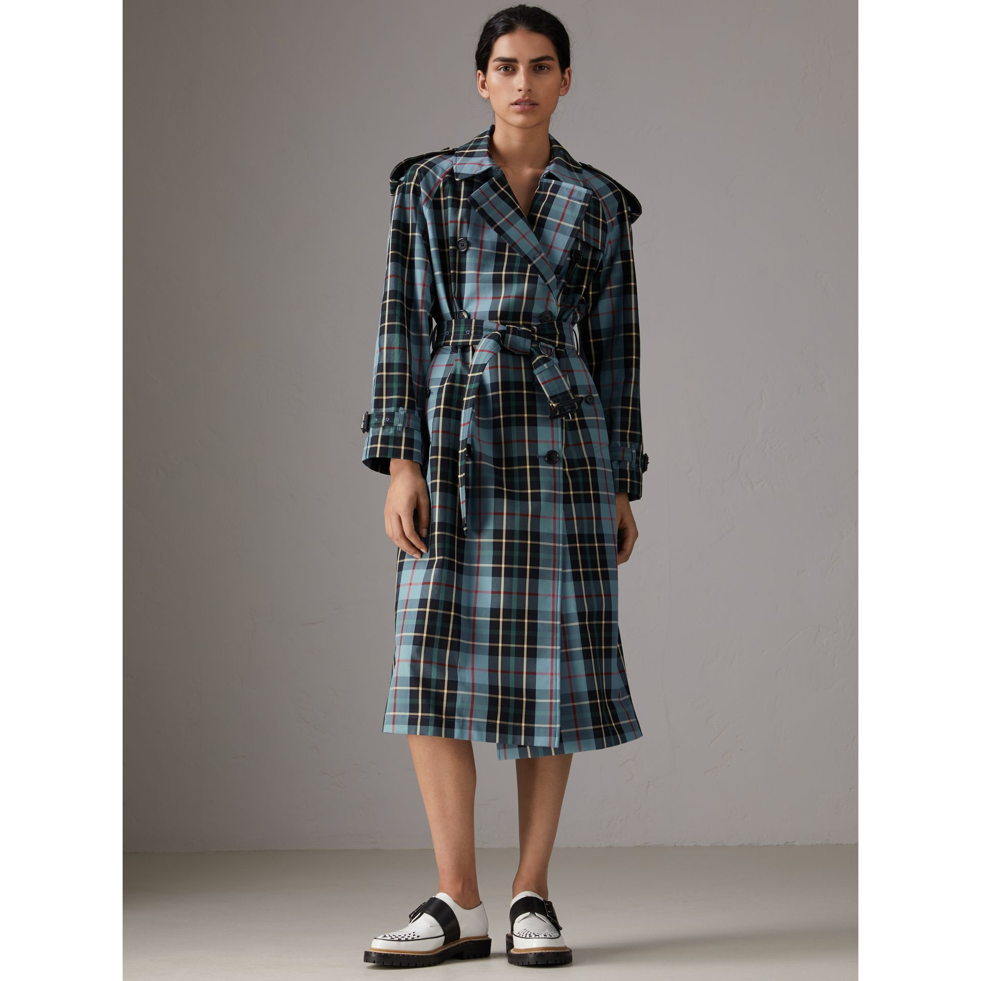 Tartan Cotton Gabardine Trench Coat in Cyan Blue - Women | Burberry - gallery image 6