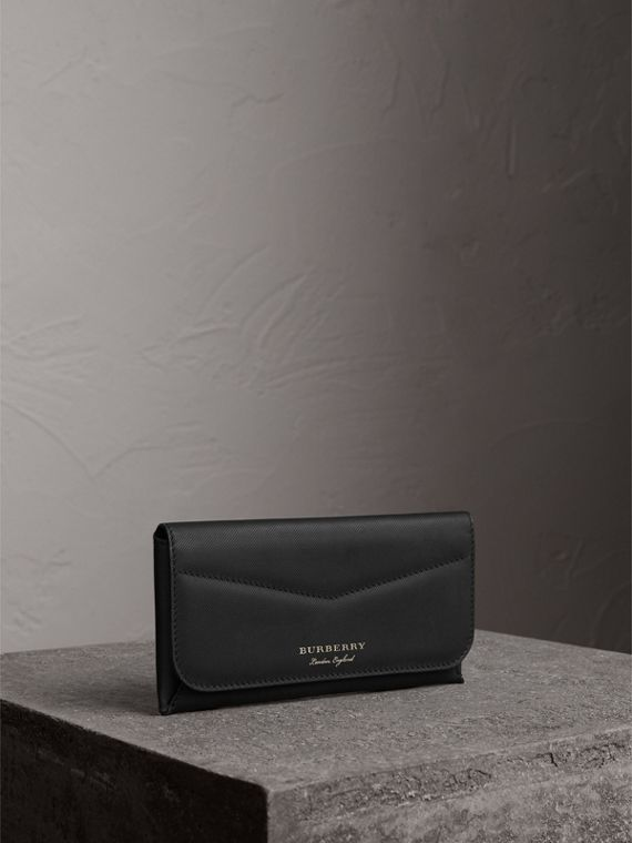Trench Leather Envelope Wallet in Black