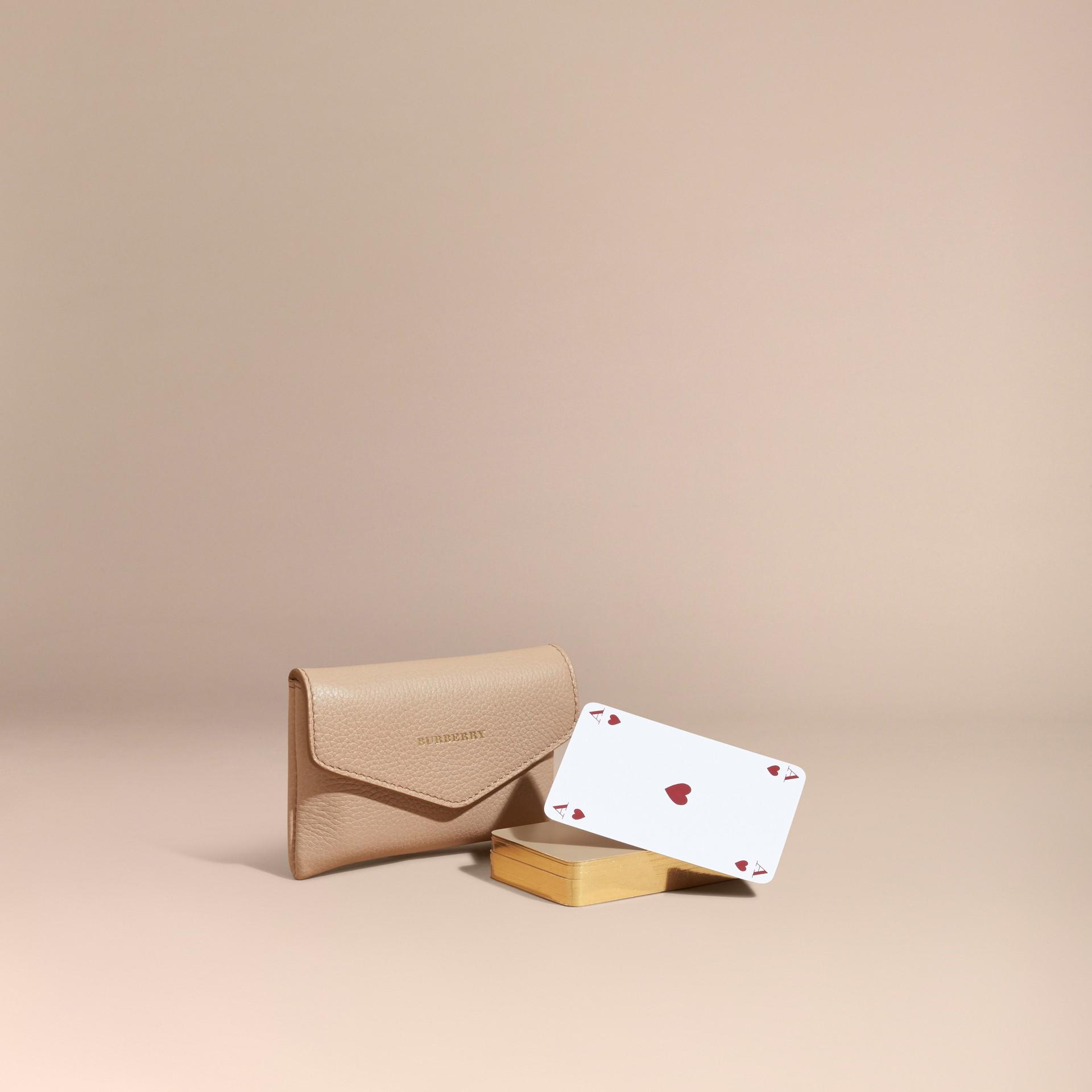 Abricot pâle Étui pour jeu de cartes en cuir grené Abricot Pâle - photo de la galerie 1