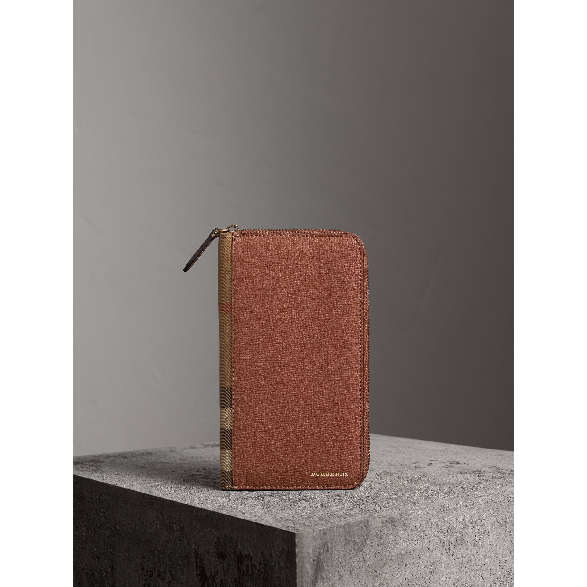 House Check and Grainy Leather Ziparound Wallet in Chestnut Brown | Burberry Singapore - gallery image 4