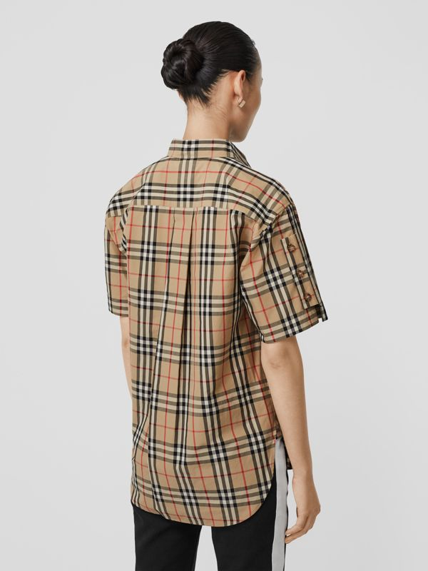 Short-sleeve Vintage Check Cotton Oversized Shirt in Archive Beige - Women | Burberry Canada - cell image 2