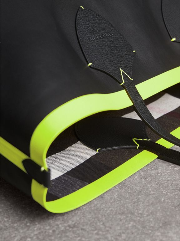 The Giant Reversible Tote in Canvas Check and Leather in Black/neon Yellow | Burberry Australia - cell image 1