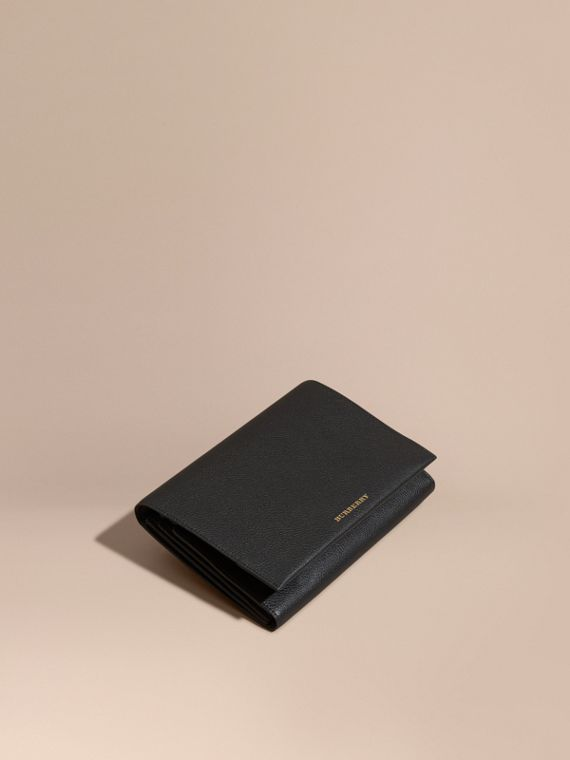 Grainy Leather Travel Wallet Black