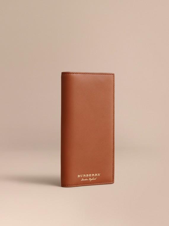 Brieftasche im Kontinentalformat aus Trench-Leder Hellbraun
