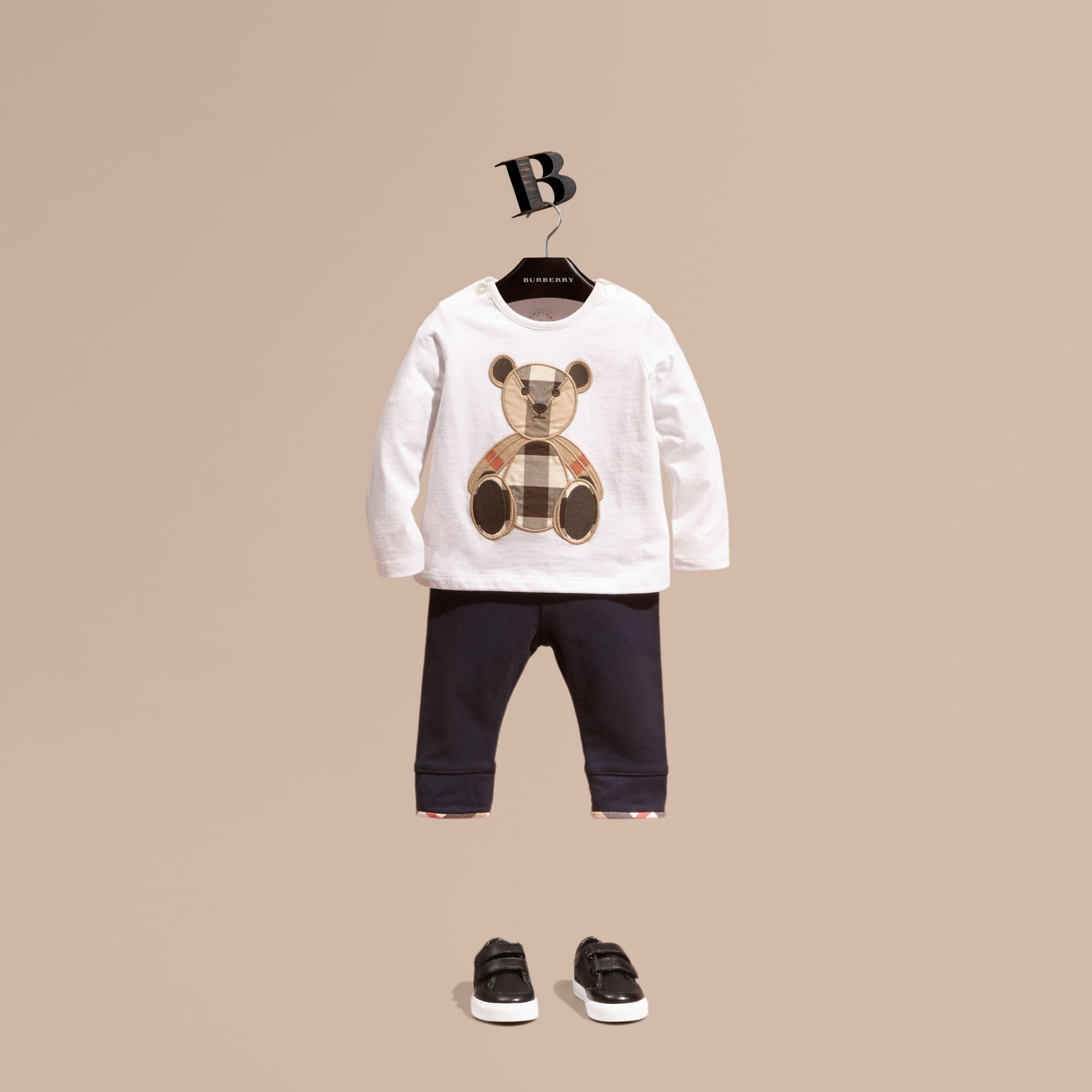 White Long-sleeved Teddy Bear Motif Cotton T-shirt - gallery image 1