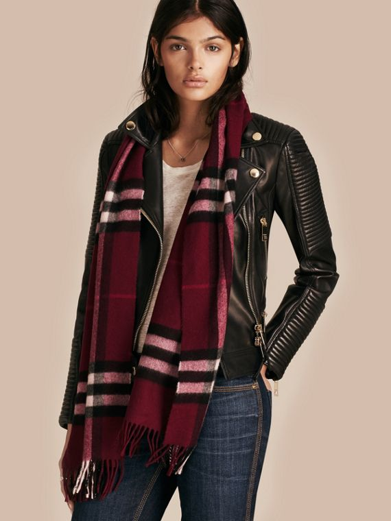 The Classic Check Cashmere Scarf in Plum | Burberry - cell image 2