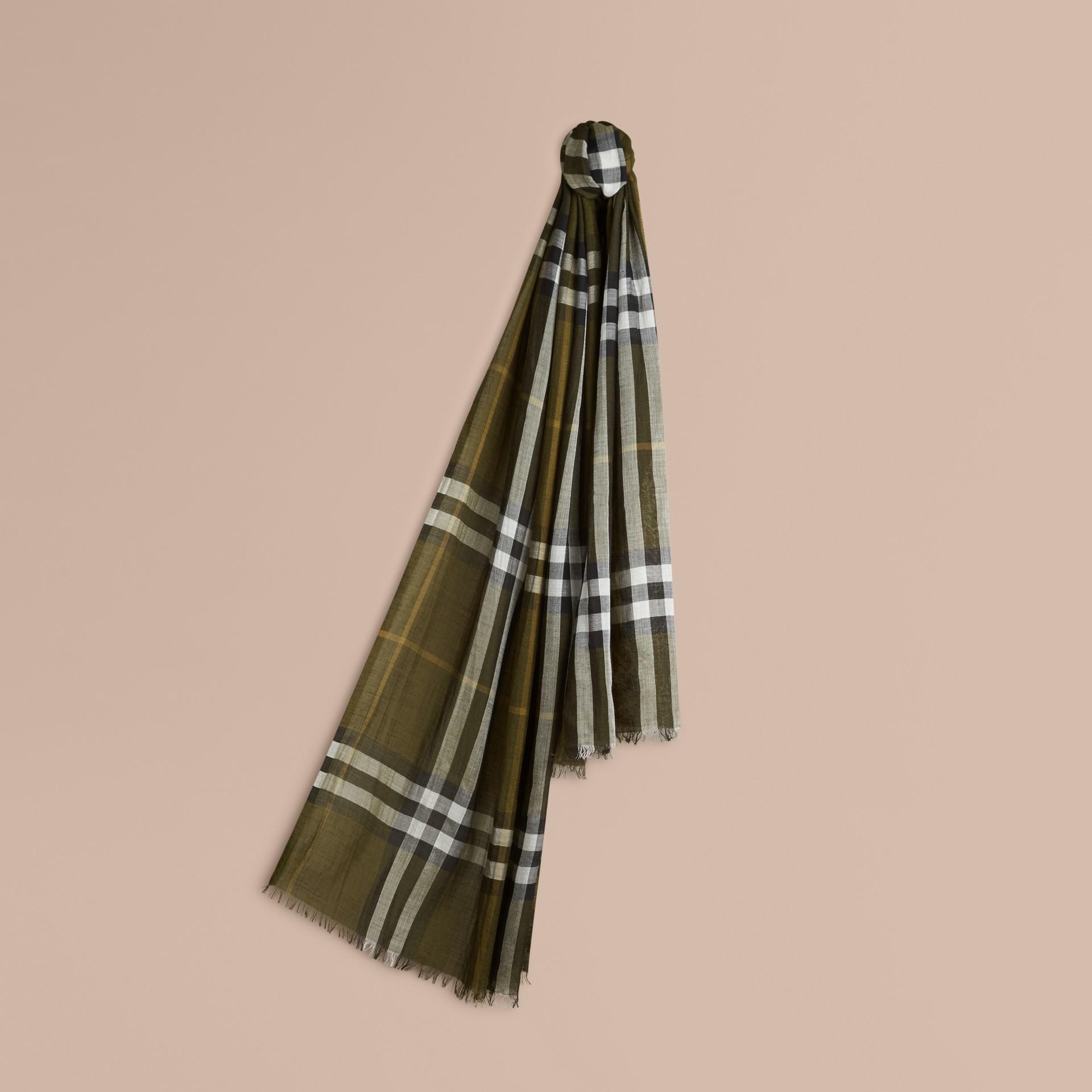 Vert olive Foulard léger en laine et soie à motif check Vert Olive - photo de la galerie 1