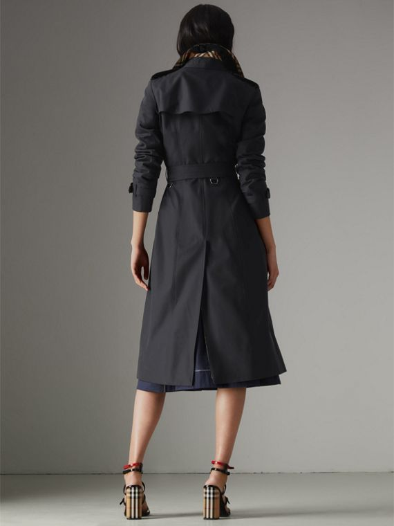 The Long Chelsea Heritage Trench Coat in Midnight - Women | Burberry Australia - cell image 2