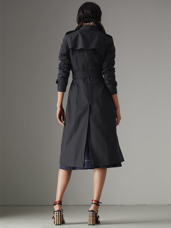 The Long Chelsea Heritage Trench Coat in Midnight - Women | Burberry United Kingdom - cell image 2