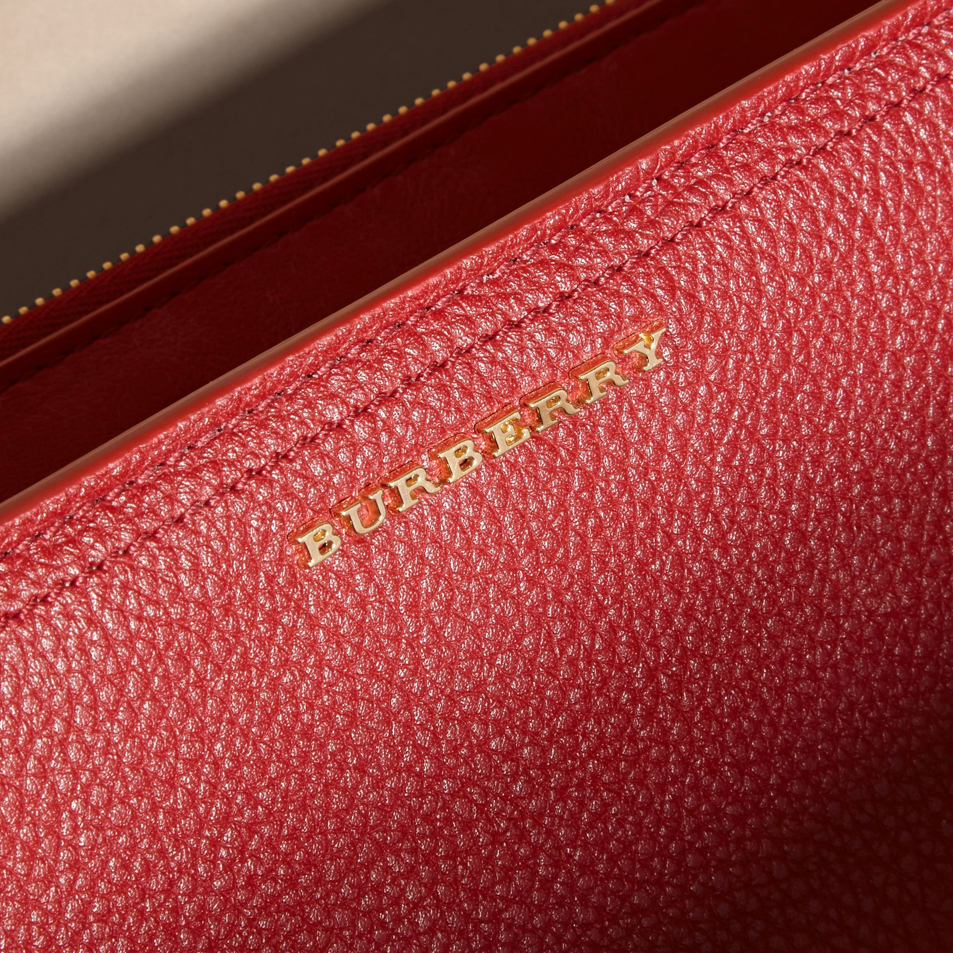 Grainy Leather Ziparound Wallet in Parade Red - Women | Burberry Hong Kong - gallery image 4