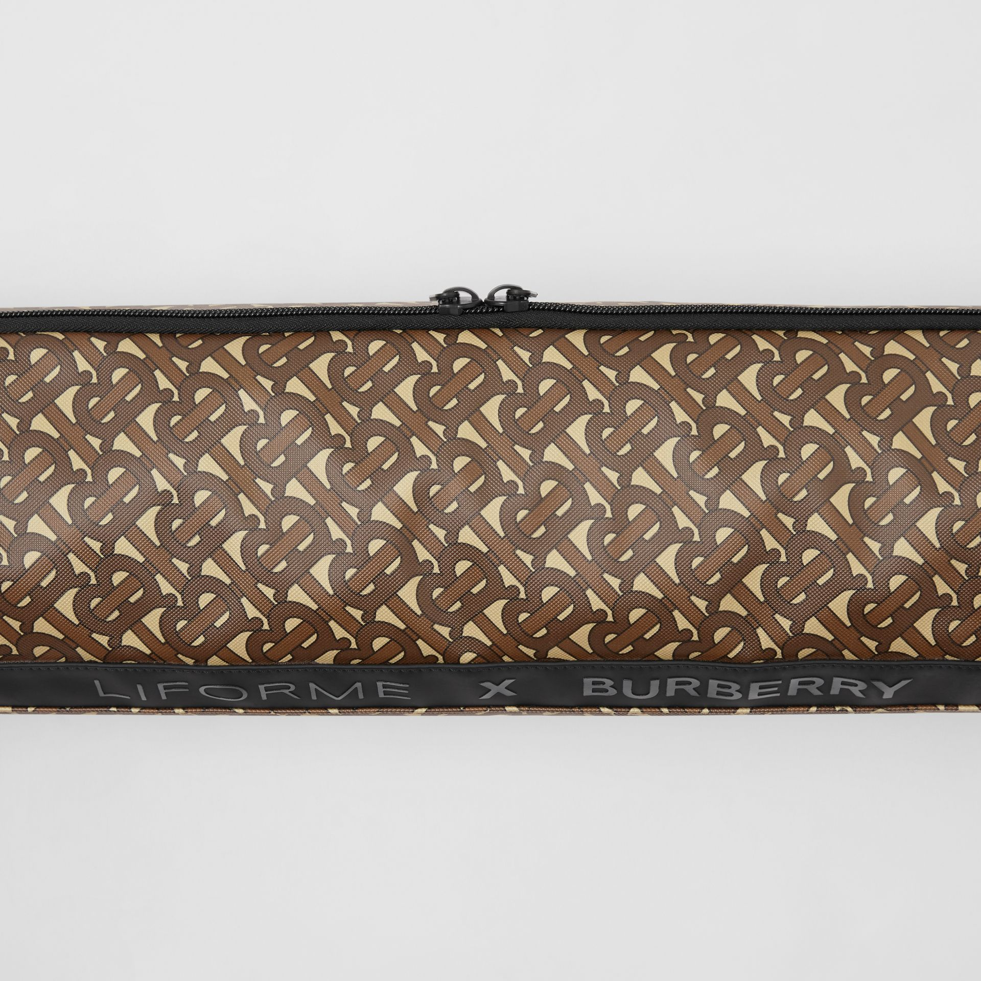 Liforme x Burberry Monogram Motif Yoga Mat in Bridle Brown | Burberry - gallery image 4