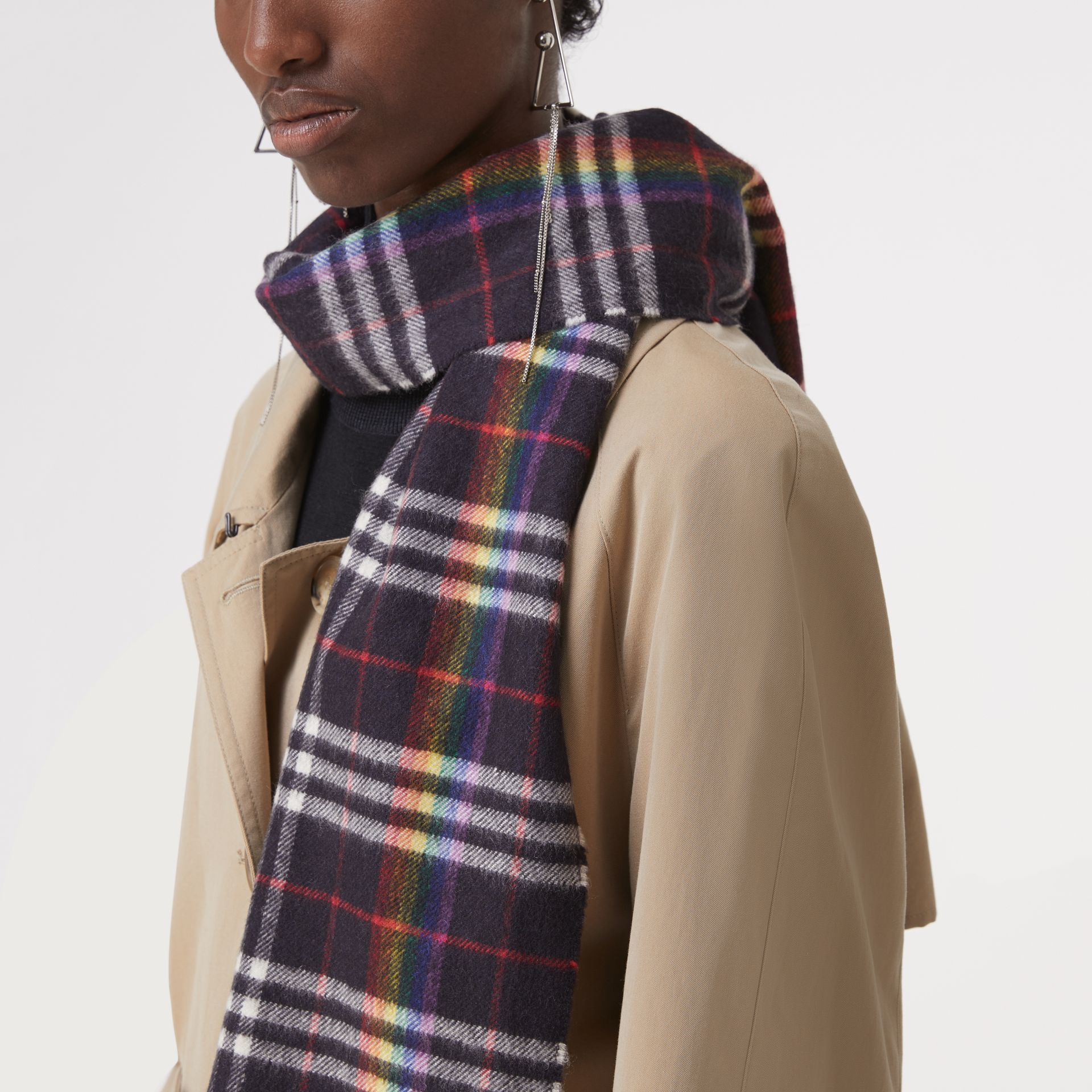 The Classic Rainbow Check Cashmere Scarf in Navy/rainbow | Burberry Australia - gallery image 4