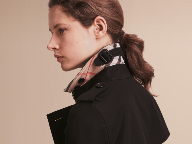 The Kensington – Short Heritage Trench Coat in Black - Women | Burberry Hong Kong - cell image 4