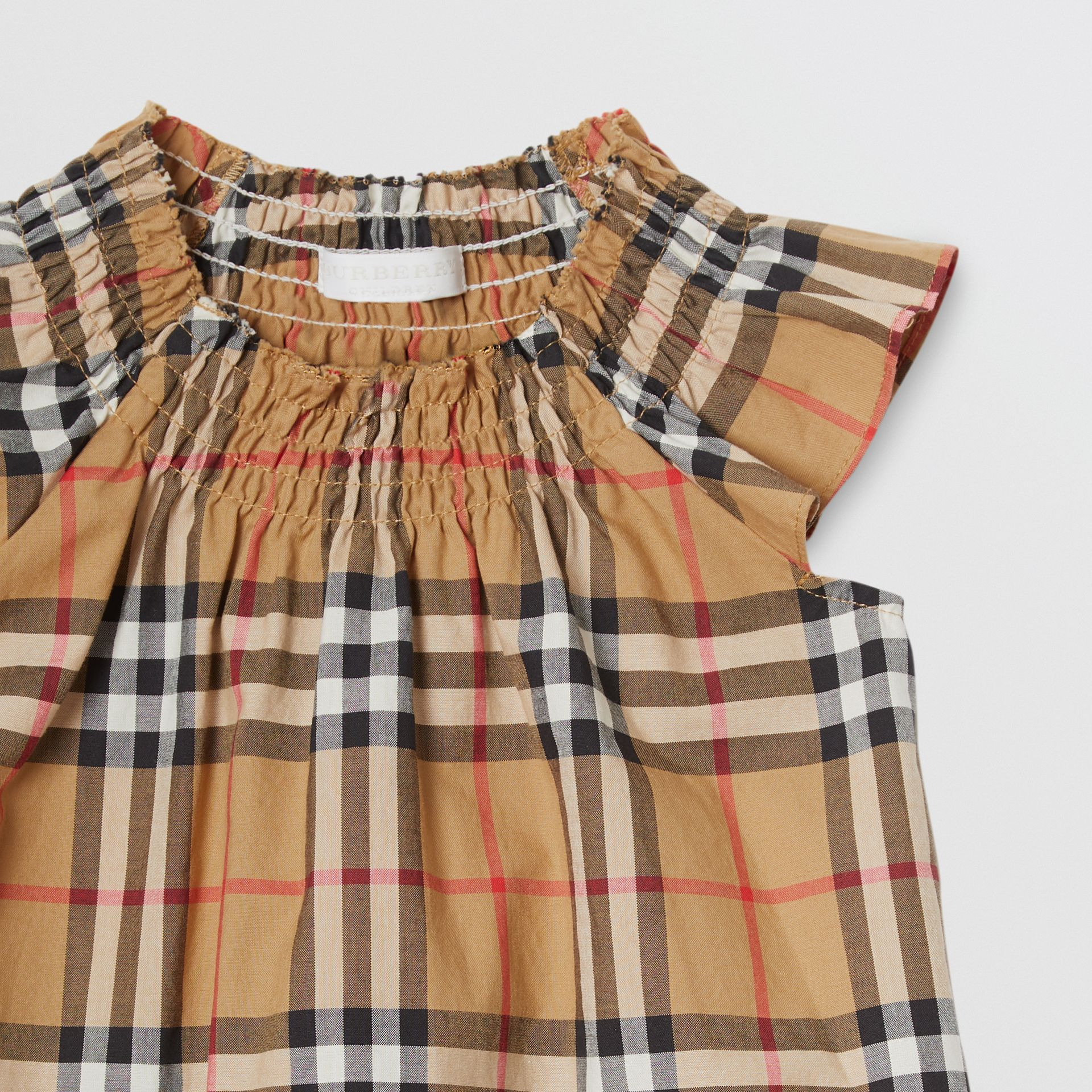 Robe en coton à motif Vintage check et smocks (Jaune Antique) - Enfant | Burberry - photo de la galerie 4