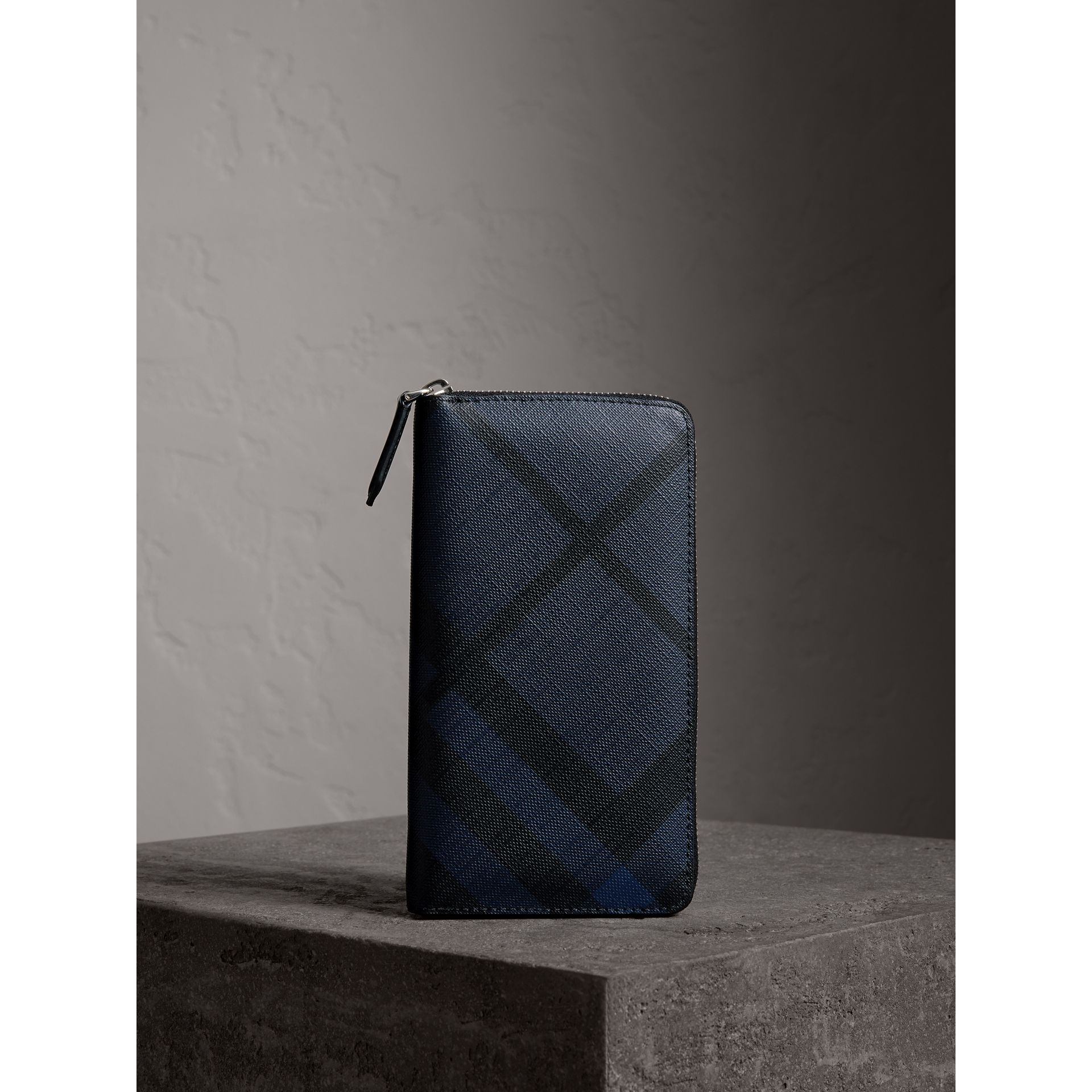 London Check Ziparound Wallet in Navy/black - Men | Burberry Australia - gallery image 4