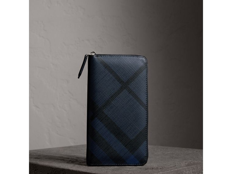 London Check Ziparound Wallet in Navy/black - Men | Burberry Australia - cell image 4