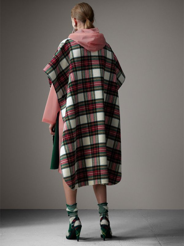 Reversible Tartan Oversized Poncho in Natural White/bottle Green | Burberry - cell image 2
