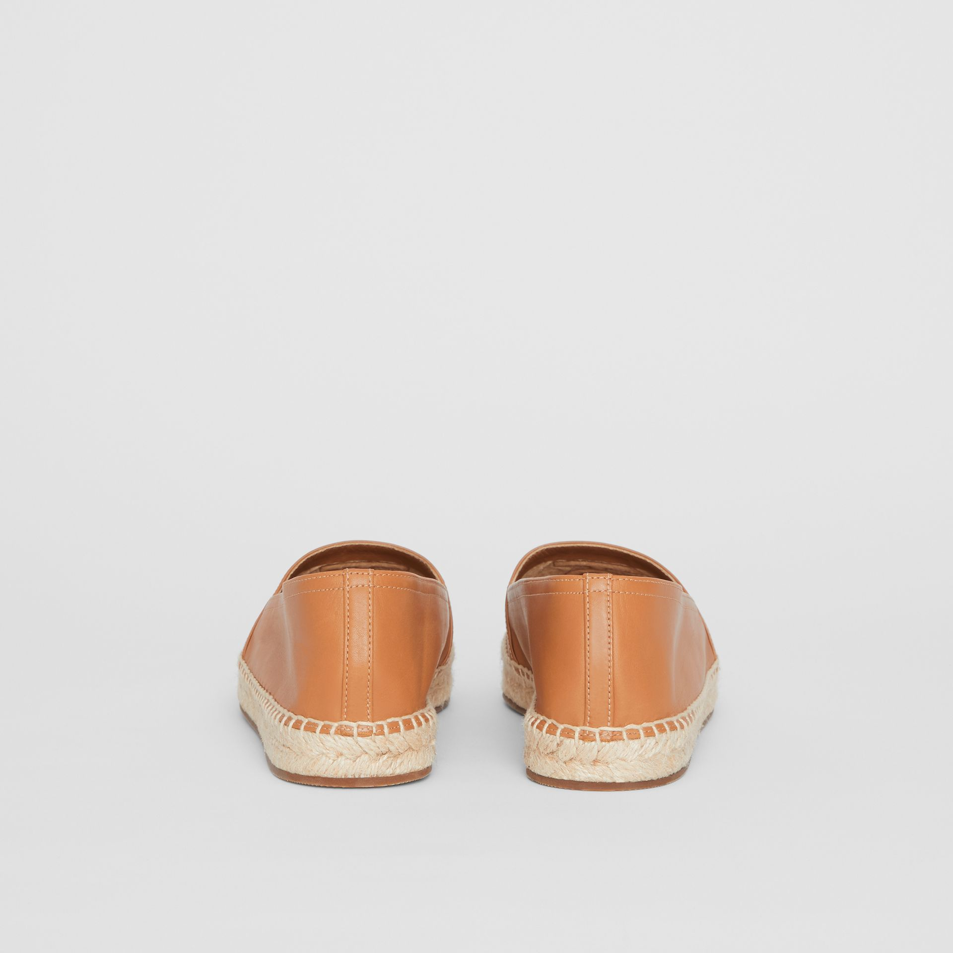 Esparteñas en piel de ovino con motivo de monograma (Cámel) - Mujer | Burberry - imagen de la galería 4