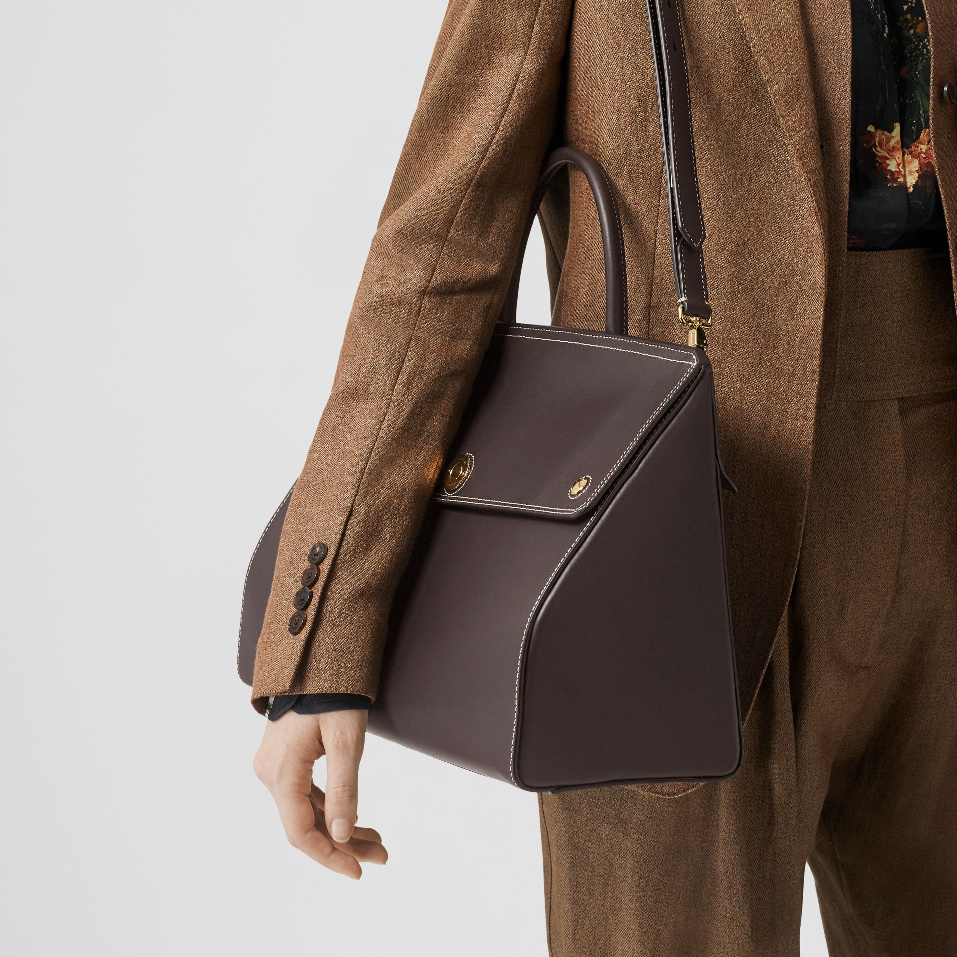 Medium Leather Elizabeth Bag in Coffee - Women | Burberry - gallery image 2
