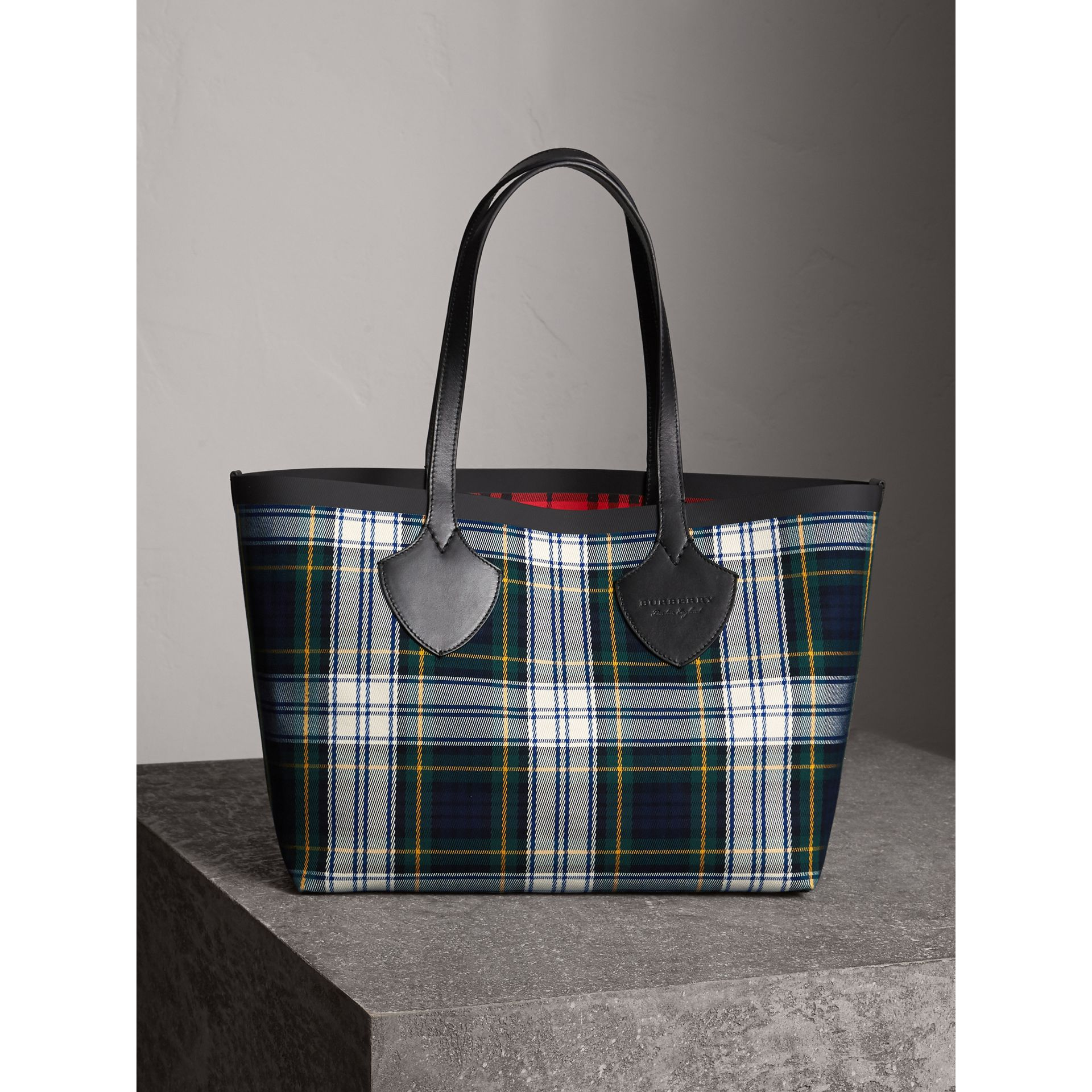 The Medium Giant Reversible Tote in Tartan Cotton in Ink Blue/military Red | Burberry Australia - gallery image 1