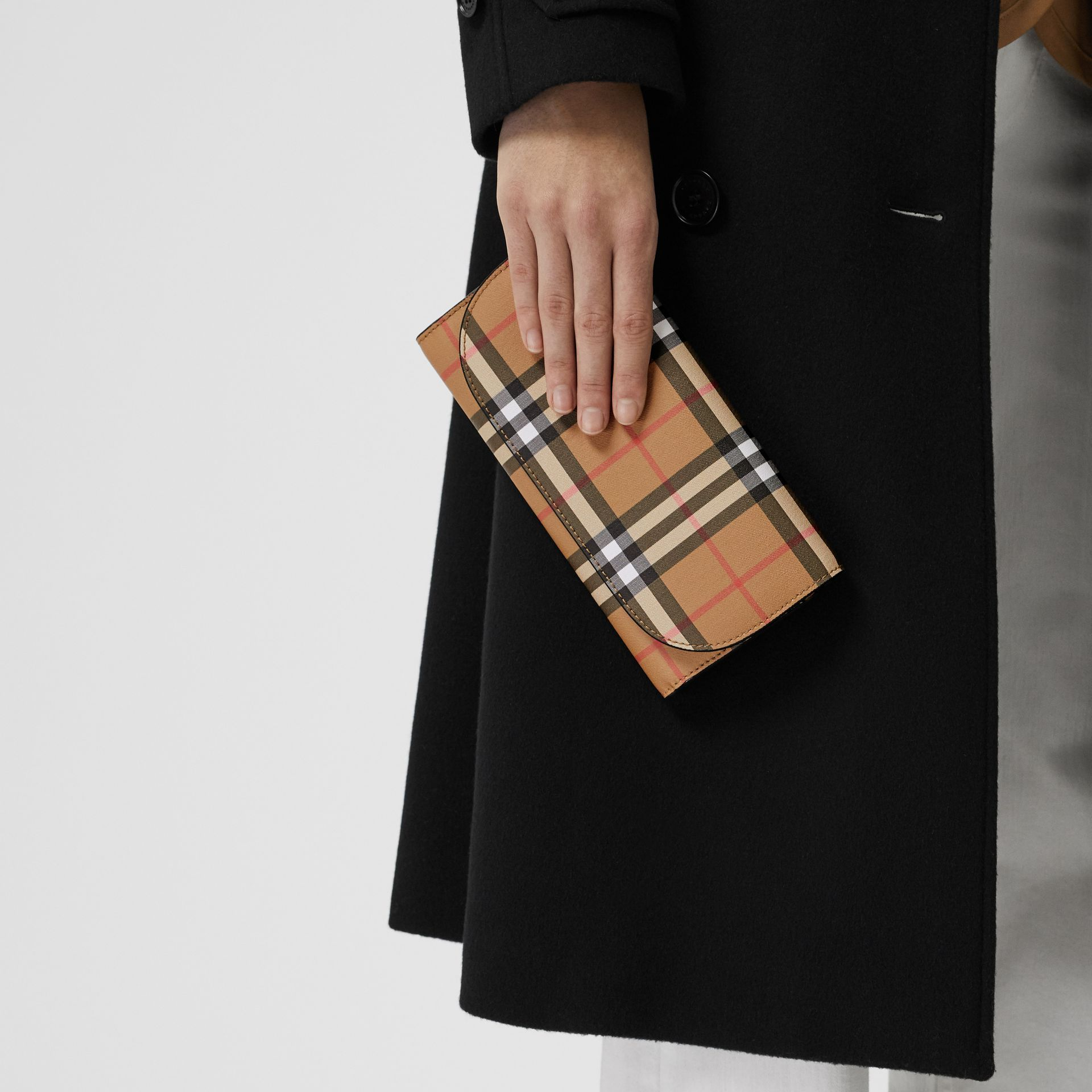 Detachable Strap Vintage Check Leather Wallet in Black - Women | Burberry - gallery image 2