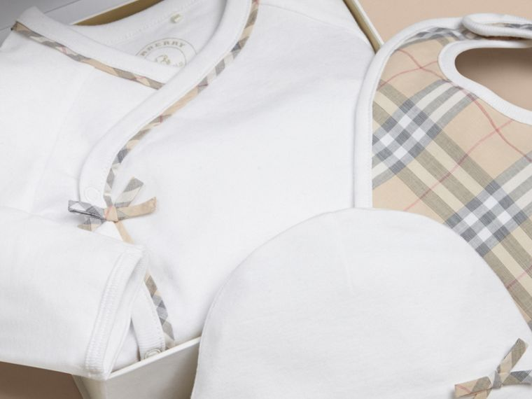 Check Cotton Three-piece Baby Gift Set in White - Girl | Burberry - cell image 1