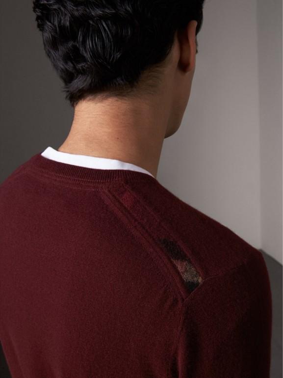 Suéter de cashmere com detalhe xadrez em jacquard (Claret Escuro) - Homens | Burberry - cell image 1