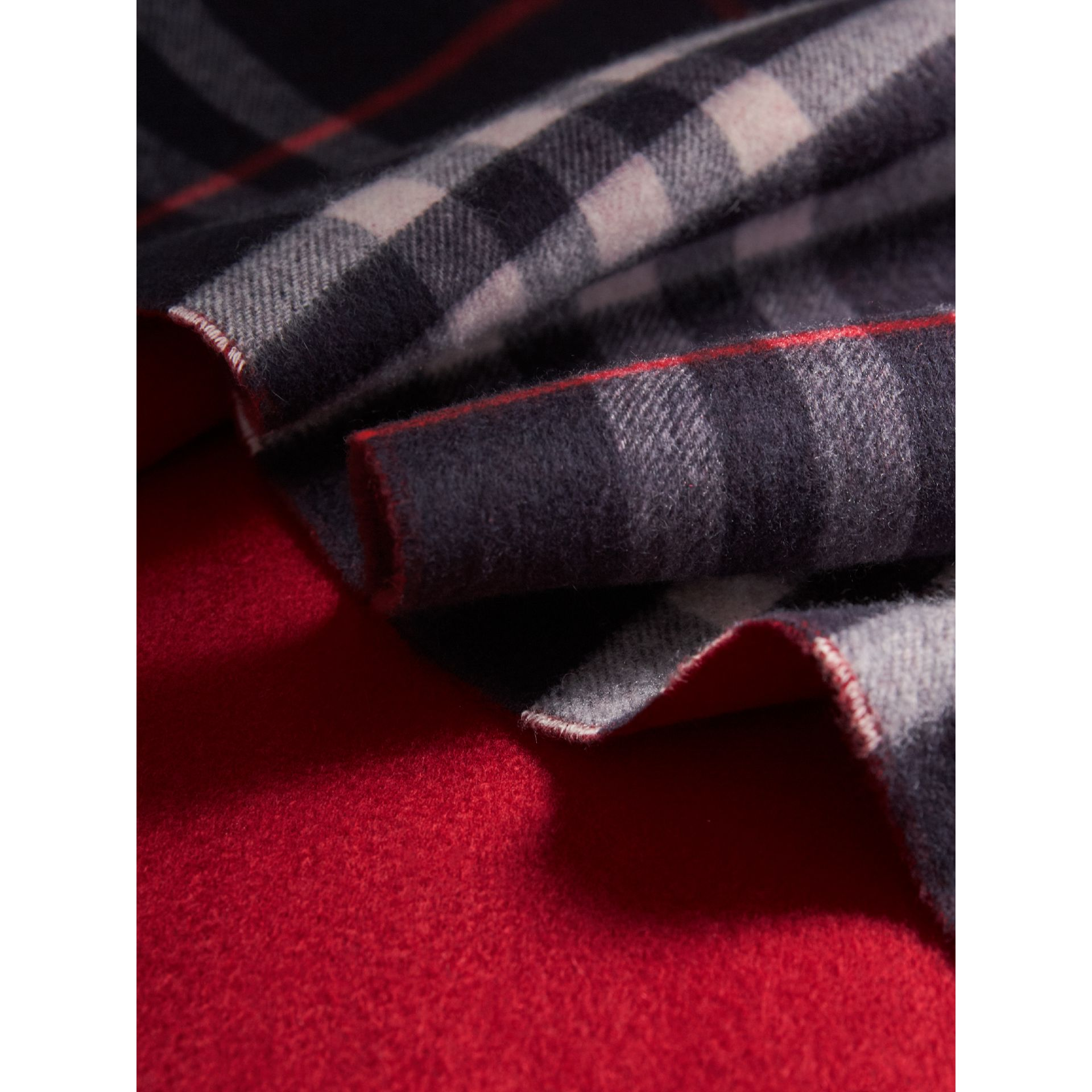 Reversible Check Cashmere and Block-colour Scarf in Navy | Burberry United Kingdom - gallery image 4