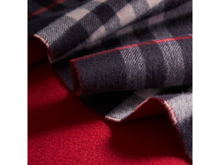 Reversible Check Cashmere and Block-colour Scarf in Navy | Burberry United Kingdom - cell image 4