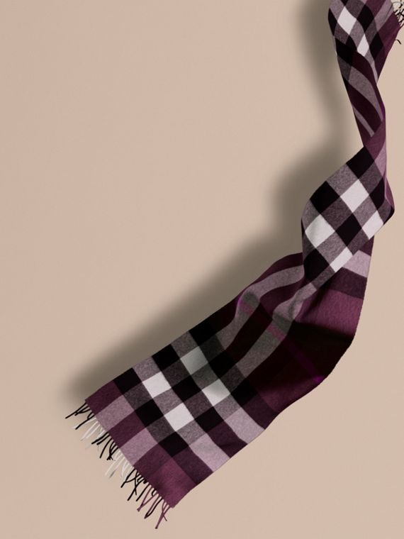 The Large Classic Cashmere Scarf in Check in Aubergine