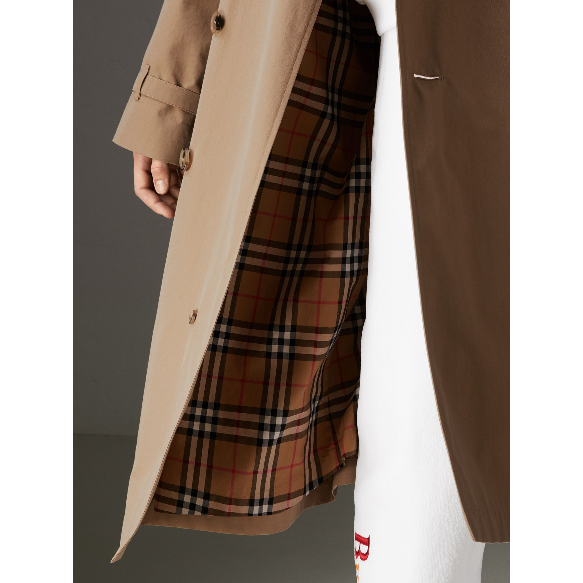 Trench en gabardine tropicale (Miel) | Burberry - photo de la galerie 5