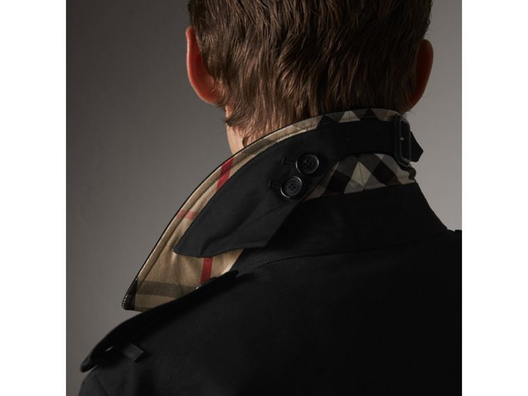The Chelsea – Mid-length Heritage Trench Coat in Black - Men | Burberry Hong Kong - cell image 4