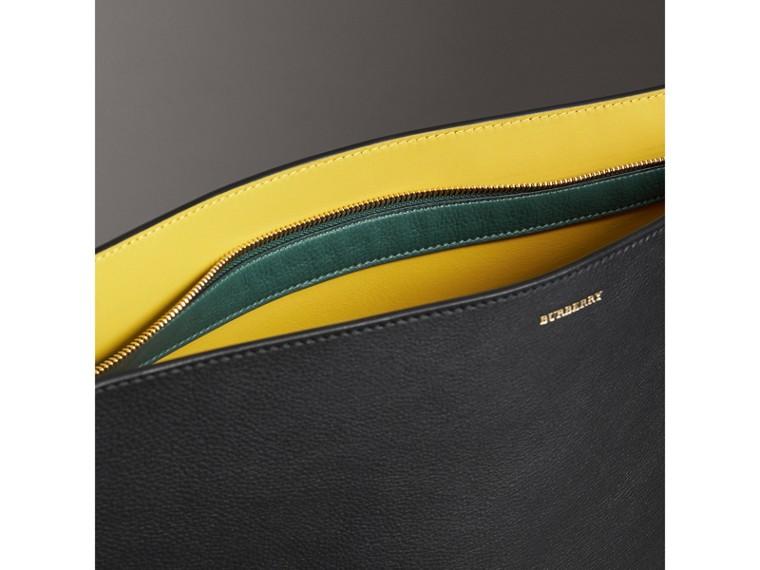 Grand clutch en cuir tricolore (Noir/vert Marin)   Burberry Canada - cell image 4