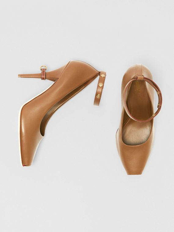 D-ring Detail Leather Peep-toe Pumps in Amber Brown