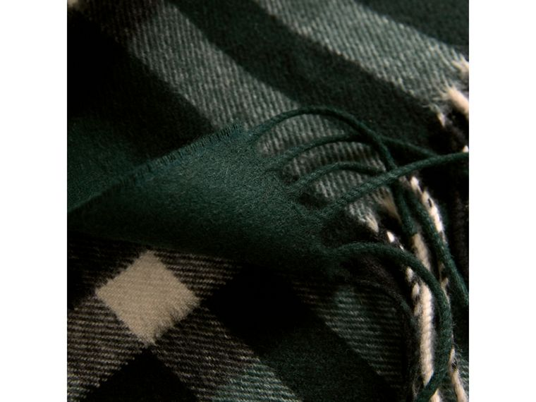The Classic Check Cashmere Scarf in Dark Forest Green | Burberry - cell image 4