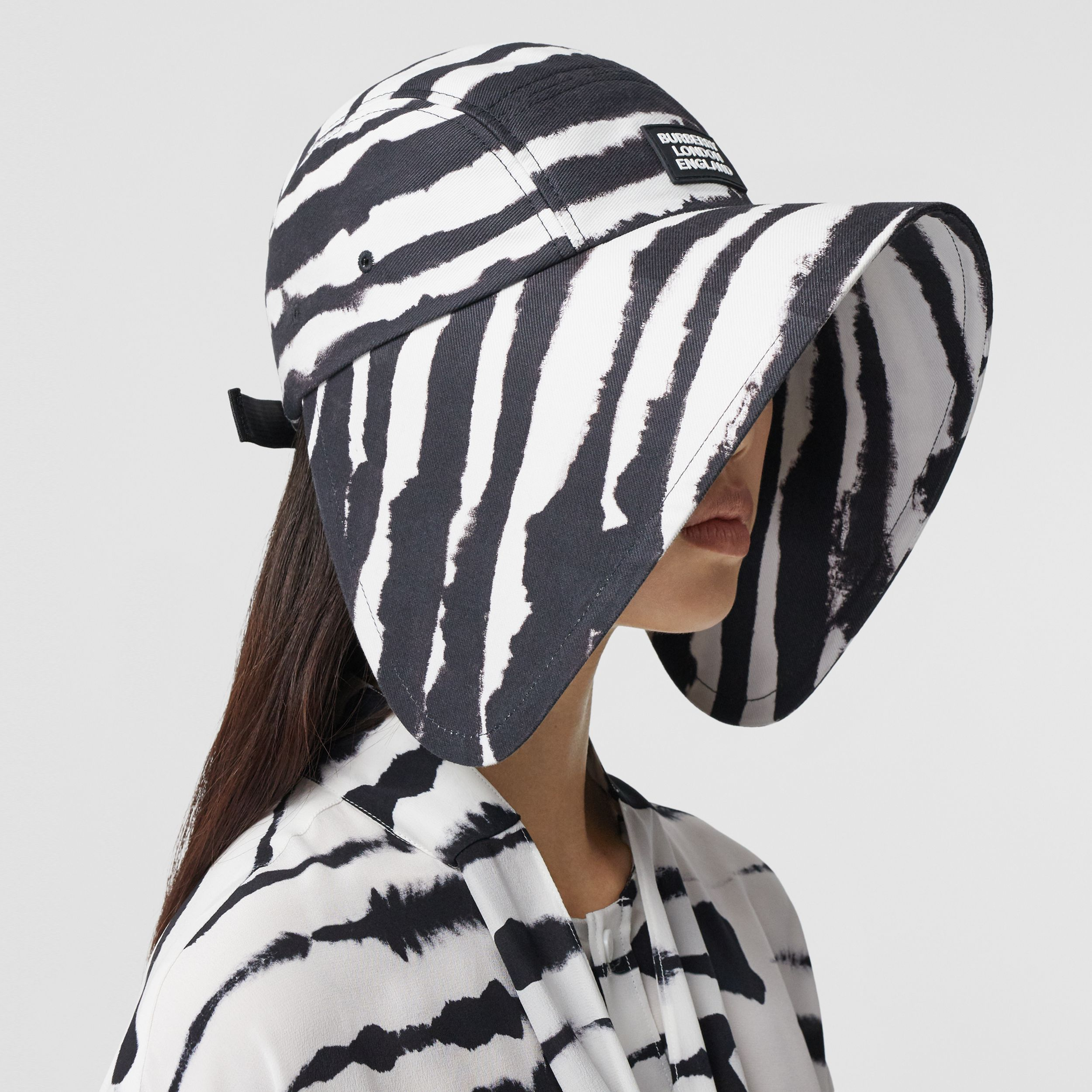 Watercolour Print Cotton Bonnet Cap in Black/white | Burberry United Kingdom - 3